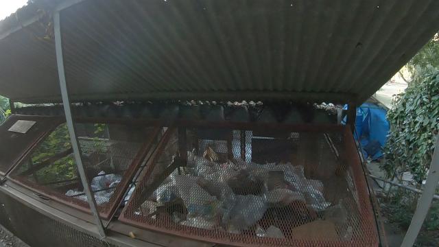 笠置キャンプ場のゴミ扉