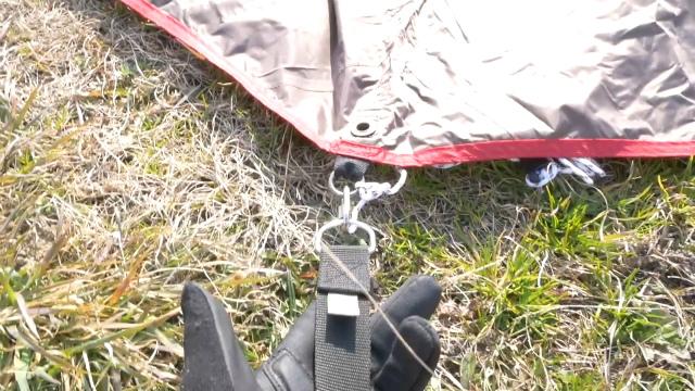 タープとベルトを接続